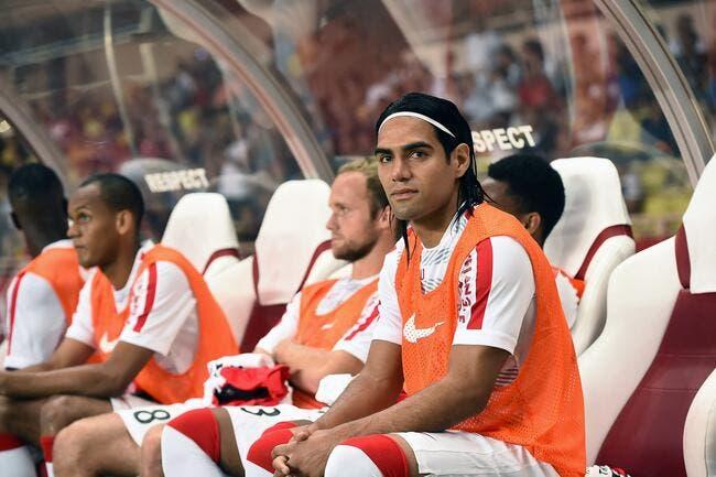 Man United doit-il s'inquiéter pour le genou de Falcao ?