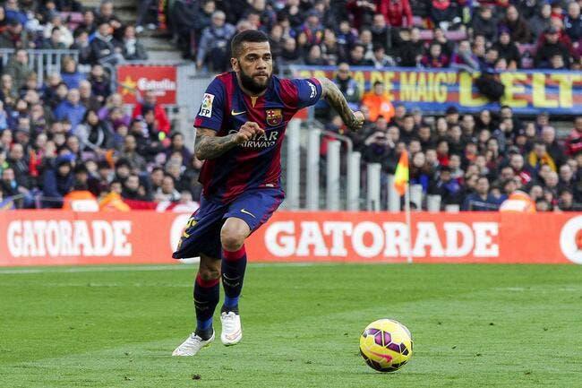 Le PSG affirme n'avoir fait aucune offre pour Daniel Alves
