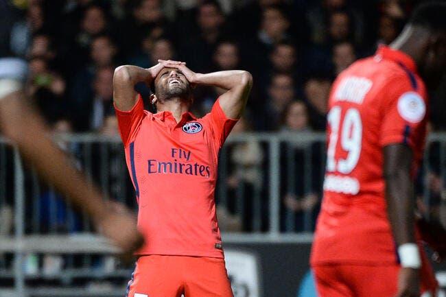 Lucas se prend un tacle très sévère au PSG
