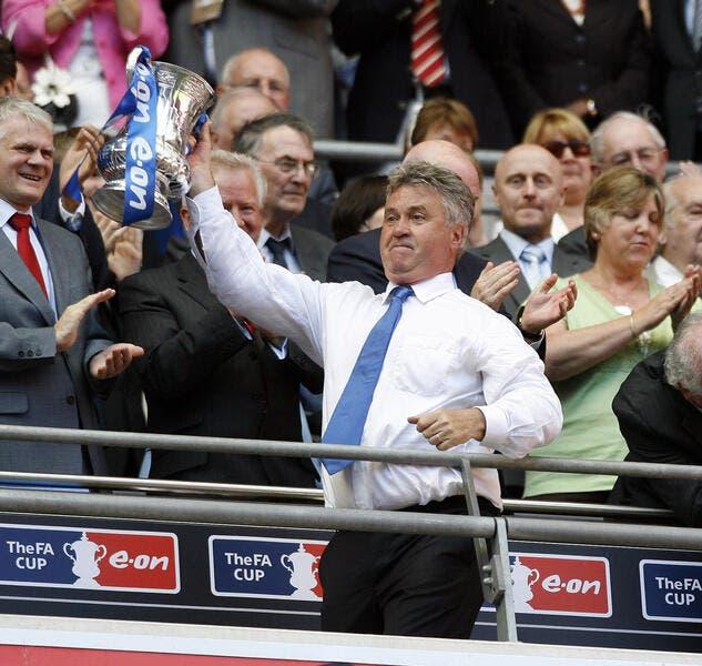 Officiel : Hiddink entraîneur de Chelsea jusqu'à la fin de la saison