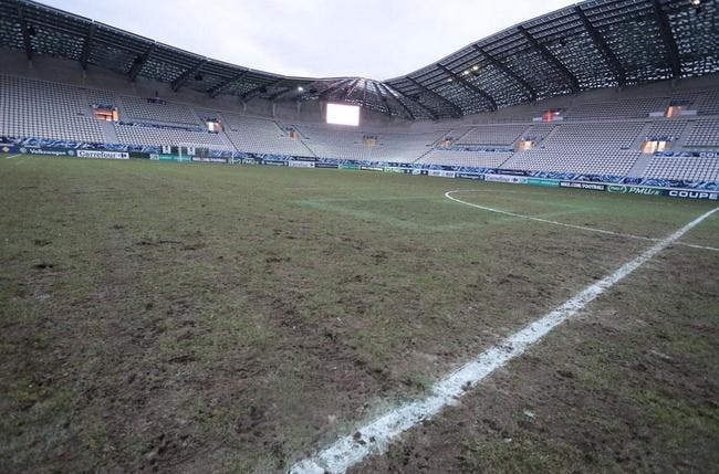 Photo : Une pelouse très « rugby » pour Red Star – ASSE
