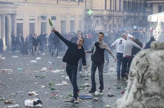 Vidéo : Des hooligans du Feyenoord mettent Rome à sac