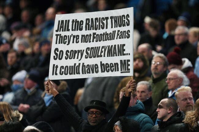 Racisme : Un supporter de Chelsea au CV étonnant s'excuse