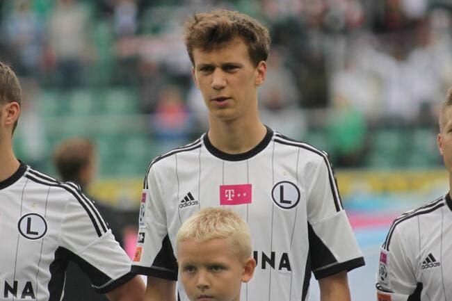 Un Polonais de 17 ans signe à Arsenal pour 3 ME