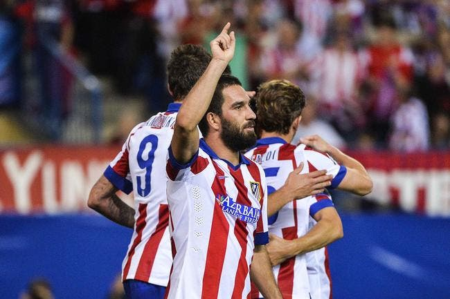 Vidéo : Furieux un joueur de l'Atlético jette sa chaussure sur l'arbitre