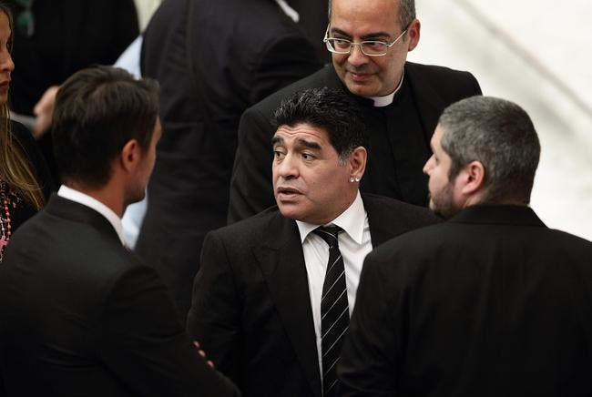 Maradona candidat pour remplacer Blatter