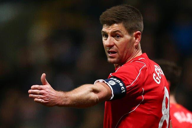 Vidéo : Gerrard entre et se prend un rouge en 40 secondes