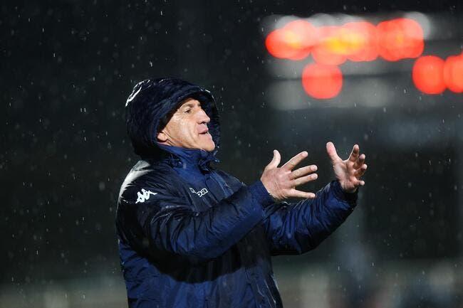 Le coach de Bastia récolte des voix aux élections