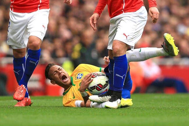Vidéo : Neymar se fait piétiner lors de Brésil-Chili