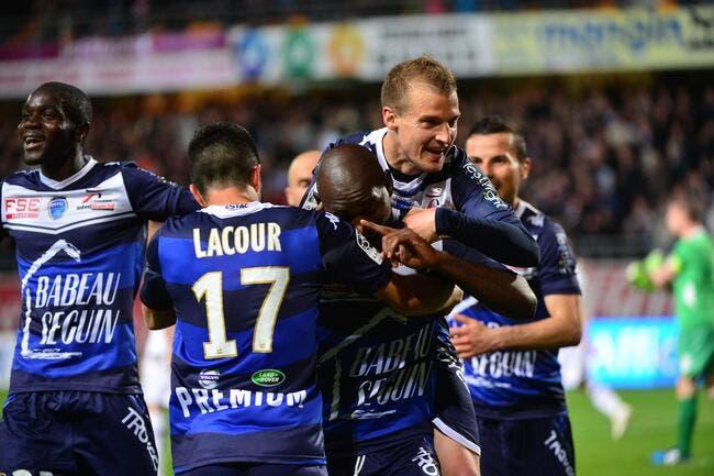 Troyes champion de France de L2 en gagnant à Nîmes