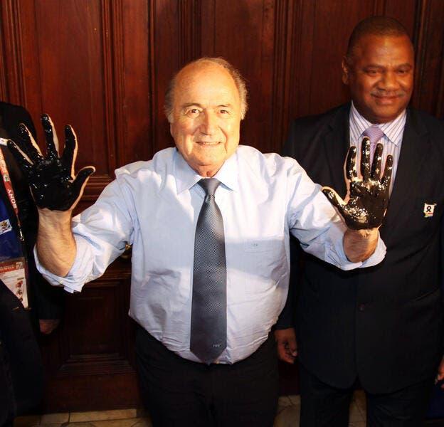 Blatter sort du silence, mais pour faire du blabla