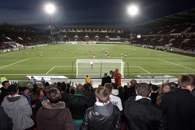 Le synthétique de Lorient fausse-t-il le football ?