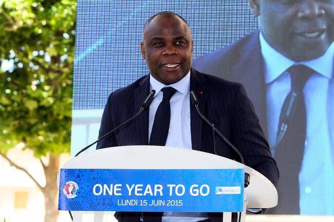 Basile Boli tente de calmer les supporters de l'OM