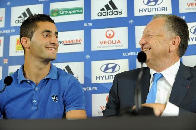 Le capitaine de l'OL rigole de la blague d'Aulas avec le PSG