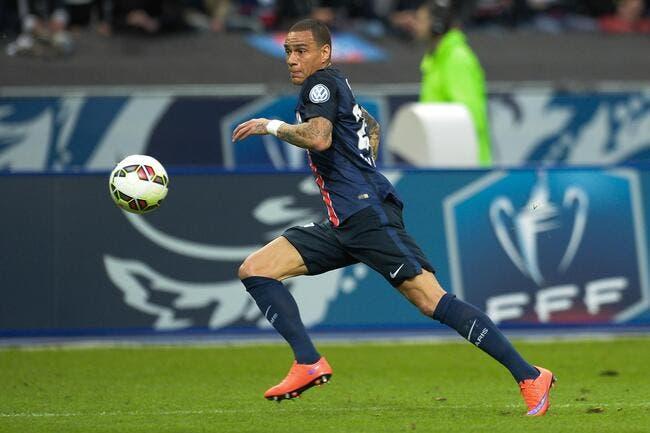 Le PSG pourrait prolonger Van der Wiel malgré ses attaques