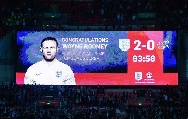 Vidéo : Rooney accueilli par une ovation dans le vestiaire anglais