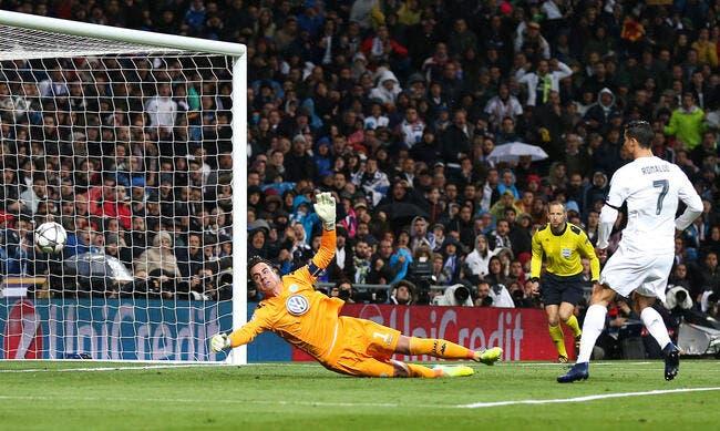 Cristiano Ronaldo fait craquer le pantalon de Zidane!