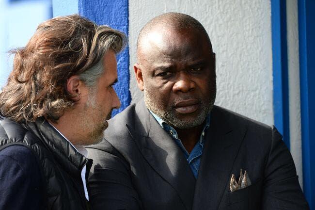 OM : Basile Boli fan de Labrune et en costard, les supporters n'aiment pas