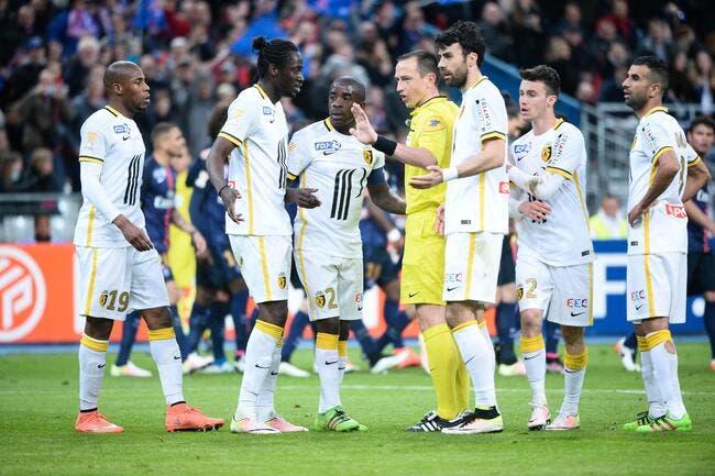 PSG : Hors-jeu ou pas, les arbitres s'opposent sur le but contre Lille
