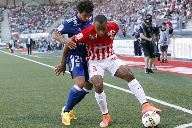 Ligue 1: Lyon et Lacazette réussissent leurs débuts