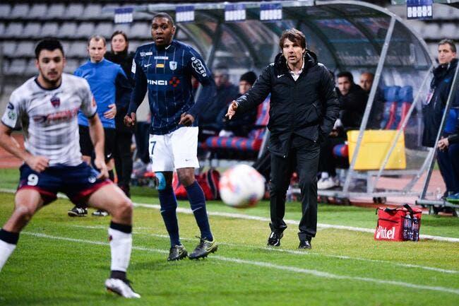 Le coach du Paris FC pris en flag par la patrouille du sexisme... (vidéo)