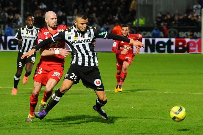L'arbitre a achevé Angers contre l'OL