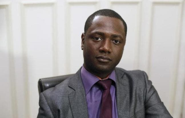 Victime des fans racistes anglais, il accepte l'invitation du PSG