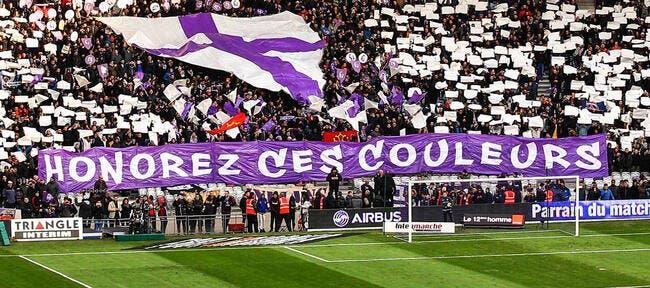 TFC : Les supporters organisent un match de foot en bas d'un virage