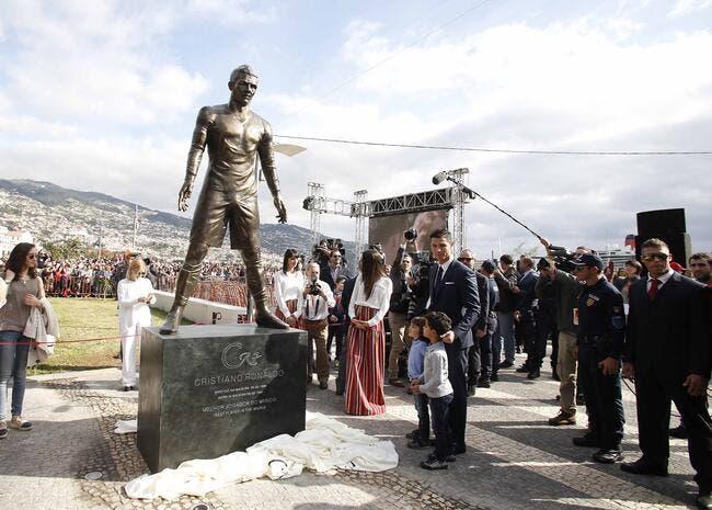 La statue de Cristiano Ronaldo taguée par des pro-Messi
