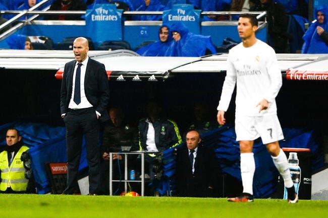 Zidane est aux petits soins avec Cristiano Ronaldo au Real