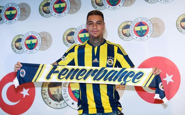 Officiel : Gregory Van der Wiel s'engage avec Fenerbahçe
