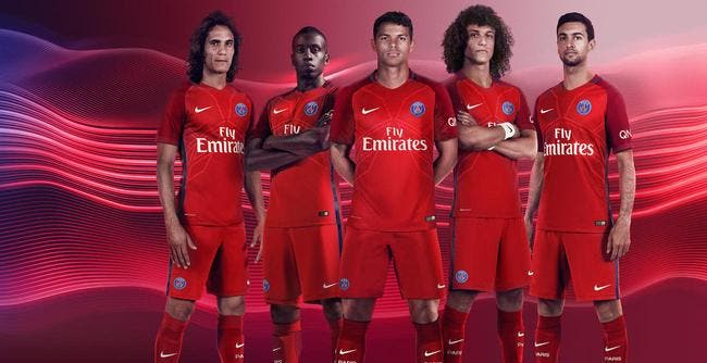 PSG: Le deuxième maillot présenté, c'est très rouge!