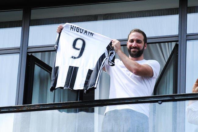 Juventus: Higuain contre-attaque et accuse De Laurentiis