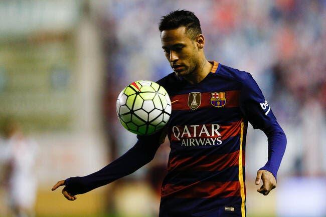 Vidéo: Neymar slalome pour éviter quelques belles fautes