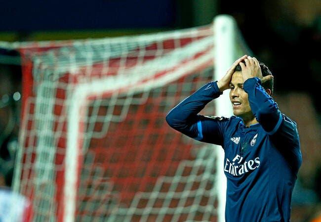 Vidéo: Quand Cristiano Ronaldo essaye de prendre un thé en terrasse