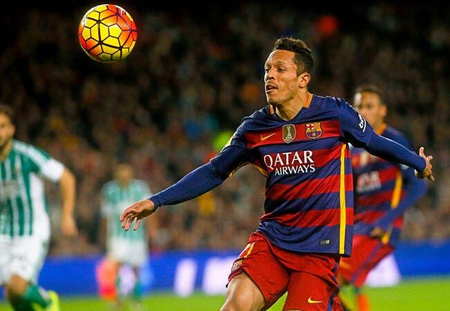 Barça : Adriano prolonge jusqu'en 2017