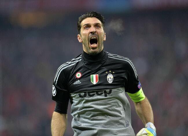 Italie : Buffon entre un peu plus dans la légende du football