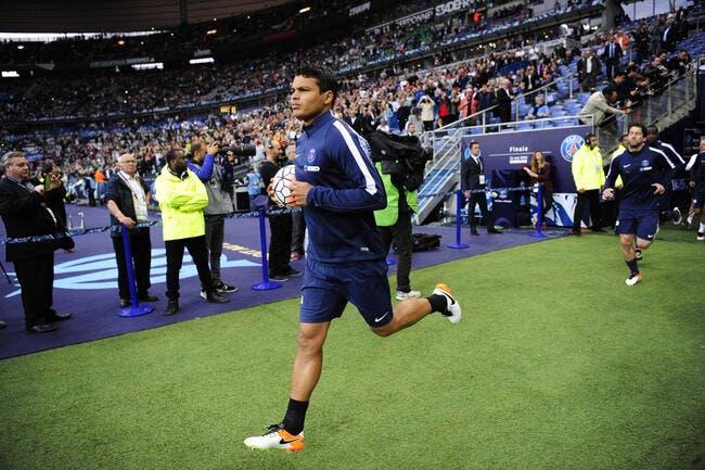 PSG : Thiago Silva à Manchester United ? Son agent répond