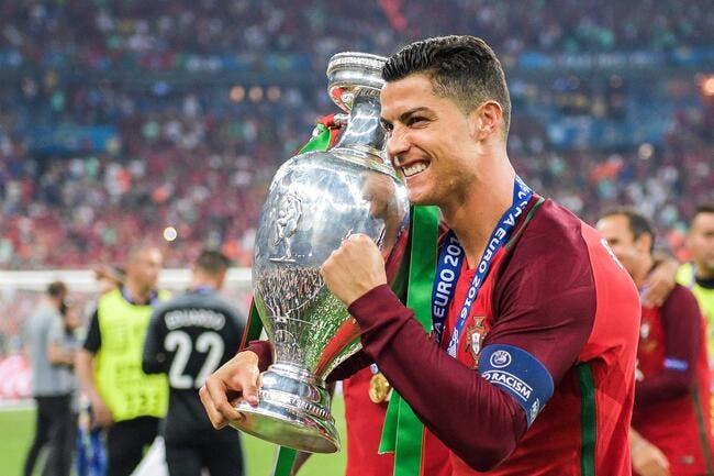 Vidéo: Cristiano Ronaldo ému comme jamais après l'Euro 2016