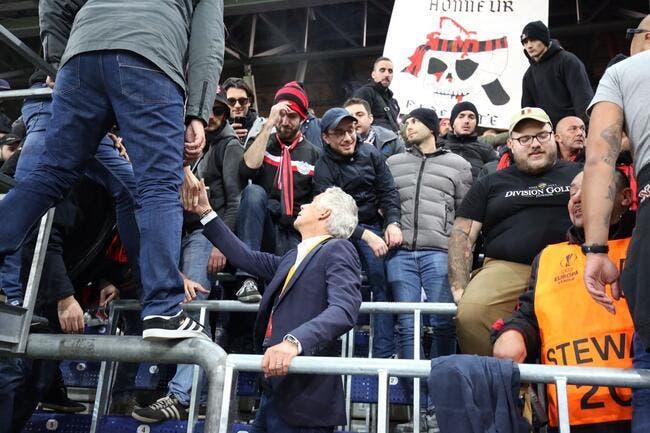 Photo: Le président Rivère dans le kop avec les Niçois