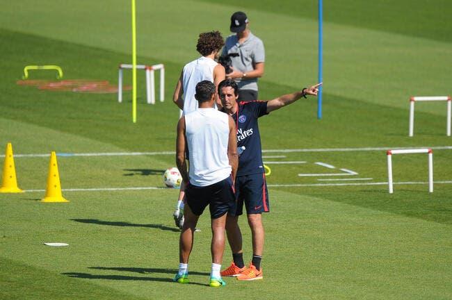 PSG: Thiago Silva ne joue pas, Larqué le taille quand même