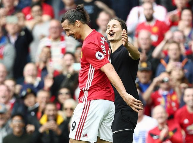 PL : Cet incroyable sosie d'Ibrahimovic s'invite sur la pelouse d'Old Trafford