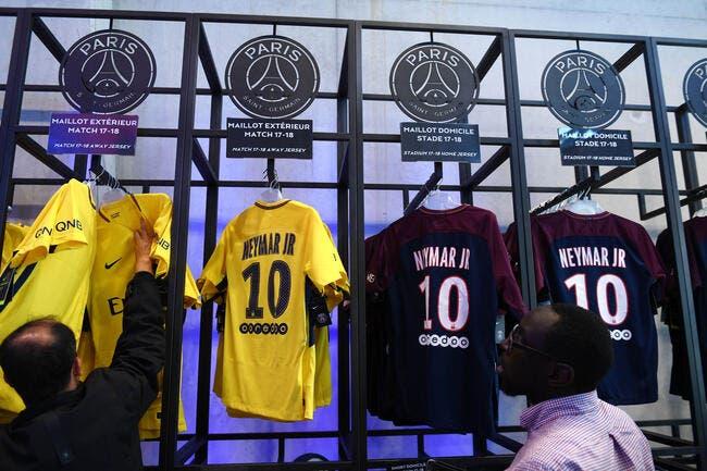 PSG: Le maillot Neymar s'arrache dans les boutiques du PSG