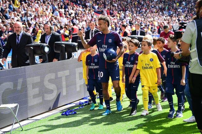 PSG : Le Parc en feu pour la présentation de Neymar