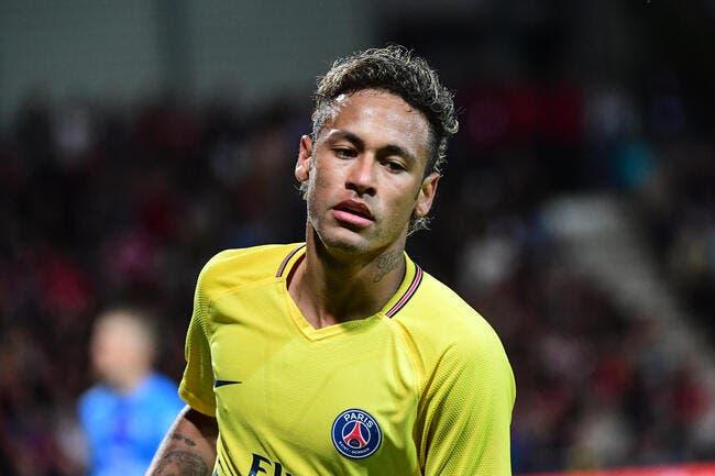 PSG : Neymar regarde de près le Barça, mais lui colle un petit tacle