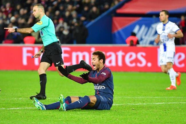 PSG: Emery réclame un arbitrage différent pour Neymar