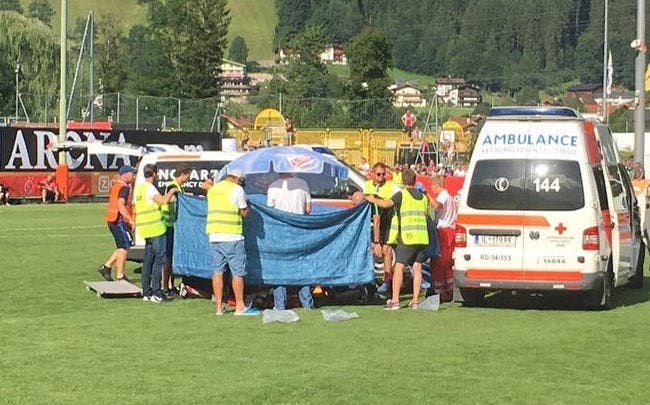 Un joueur de l'Ajax victime d'un arrêt cardiaque en plein match — PB