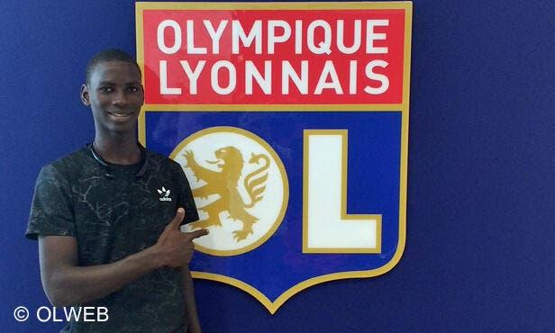 Un jeune milieu sénégalais de 18 ans signe à Lyon — OL
