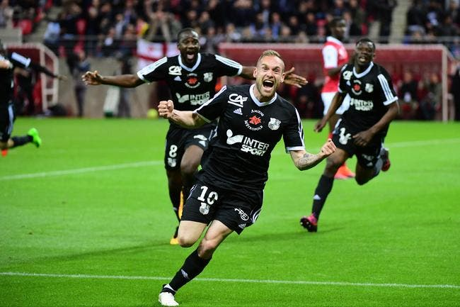 L2: De la pure folie, Amiens rejoint Strasbourg en L1 à la 95e minute!