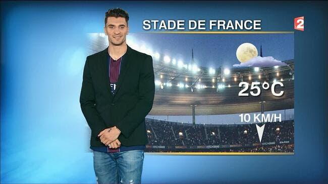 PSG : Thomas Meunier présente la météo à la mi-temps de la finale